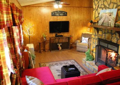 BC_HarePinInn_Livingroom1