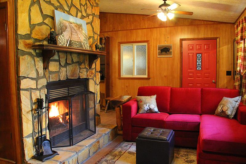 BC_HarePinInn_Livingroom2