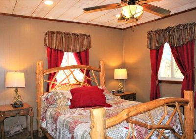BC_HarePinInn_Master-Bedroom2